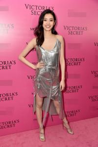 Thiên thần Victoria's Secret quyến rũ 'chết người' sau màn 'vồ ếch'