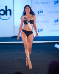 Nguyễn Thị Loan tự tin diện bikini, khoe cơ bụng săn chắc ở Bán kết Miss Universe 2017