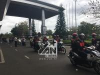Người dân xuống đường, tập trung chật kín sân bay để chào đón Hoa hậu H'Hen Niê