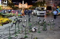 Đường hoa Nguyễn Huệ 2018 được dẹp bỏ, đã xuất hiện một số người dân 'hôi hoa'