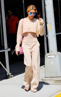 Cùng lên đồ xuống phố: Street style của tình mới Justin Bieber và Selena Gomez, ai xuất sắc hơn?