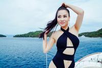 Thu Minh diện bikini hở bạo, khoe đường cong bốc lửa không đối thủ ở tuổi U50
