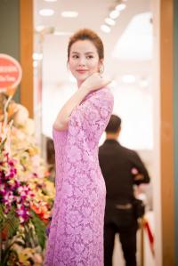 Hoa hậu Phương Lê diện 'cây' đồ hiệu hơn 200 triệu đồng tỏa sáng ở Hà Nội