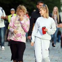 Gu thời trang của Justin Bieber ngày càng 'nữ tính hóa', fan chỉ biết lắc đầu ngán ngẩm