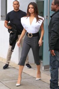 Sau khi chia tay Justin Bieber, Selena Gomez lại chăm khoe vòng 1 'đốt mắt' đến lạ