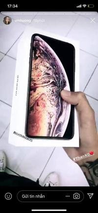 Đây là sao Việt đầu tiên 'đập hộp' iPhone Xs max khi vừa có mặt ở Việt Nam