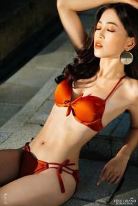 Á hậu Bùi Phương Nga khoe dáng nóng bỏng, ngồi vị trí trung tâm bộ ảnh bikini