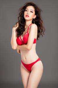 Á hậu Bùi Phương Nga khoe thân hình nóng bỏng trước giờ trình diễn bikini ở Miss Grand 2018