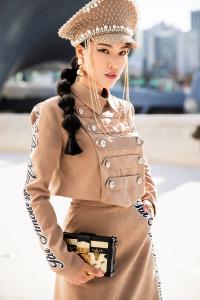 Hoàng Oanh hoá 'nữ công tước', Gil Lê, Kye Nguyễn chất lừ 'công phá' Seoul Fashion Week 2018