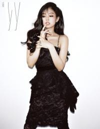 Jennie (BLACKPINK) diện váy xuyên thấu, lấp ló đôi gò bồng đảo trên bìa tạp chí danh tiếng