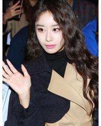 Sau sự cố sức khỏe, Jiyeon tái xuất 'kém sắc' ở Seoul Fashion Week 2018