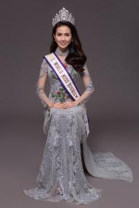 Hoa hậu Phan Thị Mơ khoe hình thể chuẩn với áo dài ren cách điệu