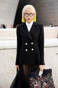 Phí Phương Anh 'tấn công' Seoul Fashion Week với nguyên 'cây' hàng hiệu đắt đỏ