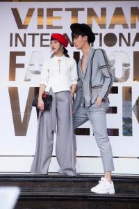 'Mãn nhãn' với màn 'đổ bộ' streetstyle đủ sắc màu ngày đầu tiên tại Tuần lễ thời trang Việt Nam 2018