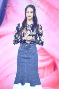 Giành giải điện ảnh gây tranh cãi chưa đủ, Địch Nhiệt Lệ Ba tiếp tục làm host Produce 101 bản Trung