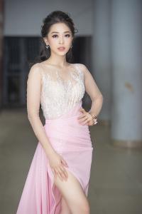 Bùi Phương Nga khoe chân dài nõn nà, tái xuất đẹp 'đốn tim' sau khi lọt Top 10 Miss Grand