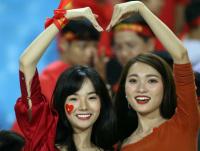 'Bạn gái' Văn Đức đi xem trận Việt Nam - Malaysia nhưng lại khen ngợi Công Phượng