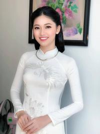 Cuối cùng cũng lộ diện hình ảnh của ông xã đại gia Á hậu Thanh Tú trong lễ đính hôn