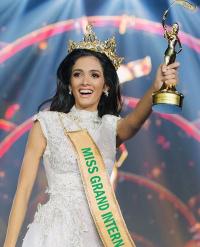 Phản ứng của Hoa hậu Hòa bình Quốc tế 2018 khi được khen đẹp hơn Hoa hậu Trái đất Phương Khánh?