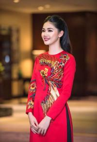 Hé lộ dàn phụ dâu xinh ngất trong đám cưới của Á hậu Thanh Tú và ông xã đại gia U40