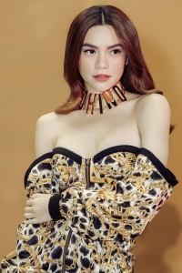 Fashion Police: Hồ Ngọc Hà bắt trend đứng top mặc đẹp, Bích Phương lại vướng lỗi trang phục này