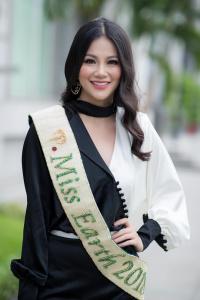 Cái kết của Phương Khánh khi liên tục mặc lại váy cũ của Hương Giang?