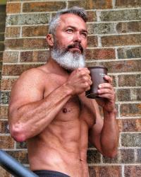 Những quý ông 'cực phẩm' ngoài U50 khiến chị em say như điếu đổ vì thần thái và thân hình nóng bỏng