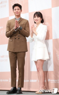 Park Bo Gum liên tục bắn tim cùng Song Hye Kyo, Song Joong Ki lên tiếng: 'Anh sẽ canh chừng đấy!'