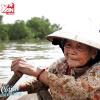 Chuyện tình yêu ngọt bùi của đôi vợ chồng già vớt rác trên sông