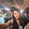 """""""Hot girl 7 thứ tiếng"""" Khánh Vy phỏng vấn, selfie cùng sao Hollywood"""