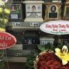 Vân Trang - Huỳnh Đông mang hoa, bánh kem đến viếng Minh Thuận nhân 1 năm ngày mất