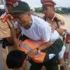 Hà Nội: CSGT kịp thời cứu cụ ông lên cầu Chương Dương tự tử