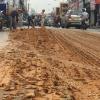Sài Gòn: Xe ben làm đổ hàng tấn đất xuống đường rồi biến mất như chưa hề có chuyện gì xảy ra