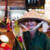 Món quà 20/10 đặc biệt cho những người phụ nữ mưu sinh đêm Sài Gòn: Đơn giản chỉ một nhành hồng!