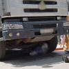 Quá đau xót, người phụ nữ bị cuốn vào gầm xe tải tử vong vào ngày 20/10