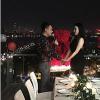Khắc Việt cầu hôn bạn gái hot girl cực lãng mạn trước ngày cưới