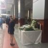 Hàng trăm sinh viên trường Hutech đặt hoa tưởng niệm thanh niên tử vong do bê tông rơi trúng đầu