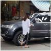 Hà Nội: Cô gái trẻ dán băng vệ sinh kín xe ô tô vì cho rằng chủ xe