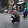 Sài Gòn mưa rải rác cả buổi sáng, trời se lạnh do ảnh hưởng bão số 14