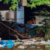 Kinh hoàng rác chất đống dọc dòng kênh Nhiêu Lộc – Thị Nghè, người dân sống chung với thảm hoạ mùi