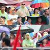 Mặc trời mưa, hàng nghìn người dân Sài Gòn vẫn tập trung tại NTĐ dõi theo tuyển U23 Việt Nam