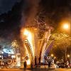Sài Gòn: Cháy cột đèn trang trí Tết Nguyên Đán 2018 ở nhà thờ Đức Bà, người dân chạy tán loạn