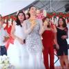 Cô dâu mang hơn 1kg vàng trên người vẫn