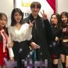 IU xin chụp hình với đàn em Red Velvet để thỏa mãn nguyện vọng của người này đây