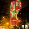 Tòa cao ốc tại Hà Nội bất ngờ rực sáng hình quốc kỳ và dòng chữ U23 trước thềm bán kết đầy cam go