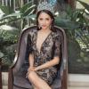 Lại đi giày cũ, Hoa hậu Hương Giang vẫn đẹp xuất sắc với bộ đầm khoét sâu