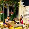 Khung cảnh về đêm đẹp lung linh trong các biệt thự của sao Việt