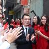 Khắc Việt hôn vợ DJ xinh đẹp đắm đuối trong lễ đính hôn