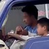 Thanh Hóa: Chú ruột để bé 10 tuổi lái xe tải chở đi giữa đường phố khiến CĐM phẫn nộ