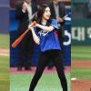 Đây là lý do ném bóng chày mở màn là thử thách chỉ dành cho những idol có vóc dáng cực phẩm